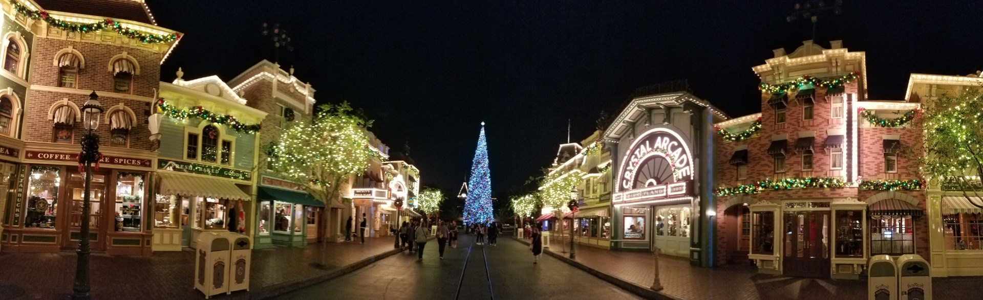 MOONLIGHT MAGIC brings DVC members holiday cheer, characters, and treats at Disneyland