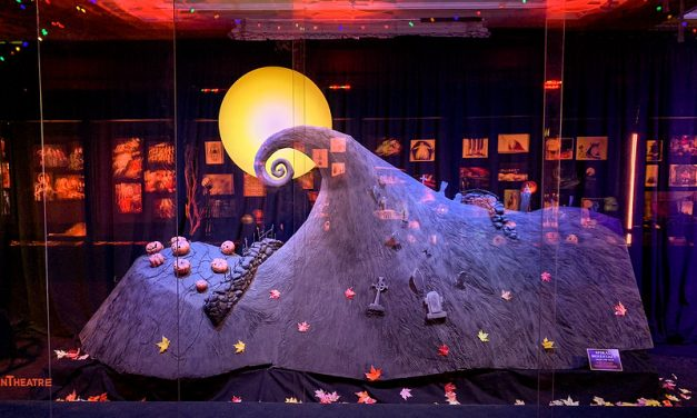 REVIEW: THE NIGHTMARE BEFORE CHRISTMAS brings 4th dimension to El Capitan Theatre plus displays and more!