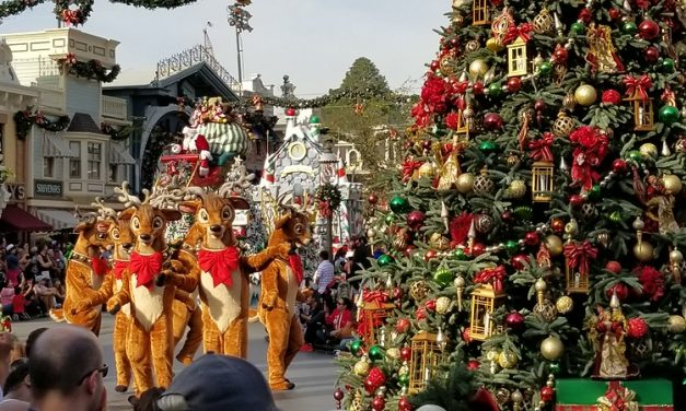 Disney Parks re-up for 4½ hours of Disney Holiday specials 🎄