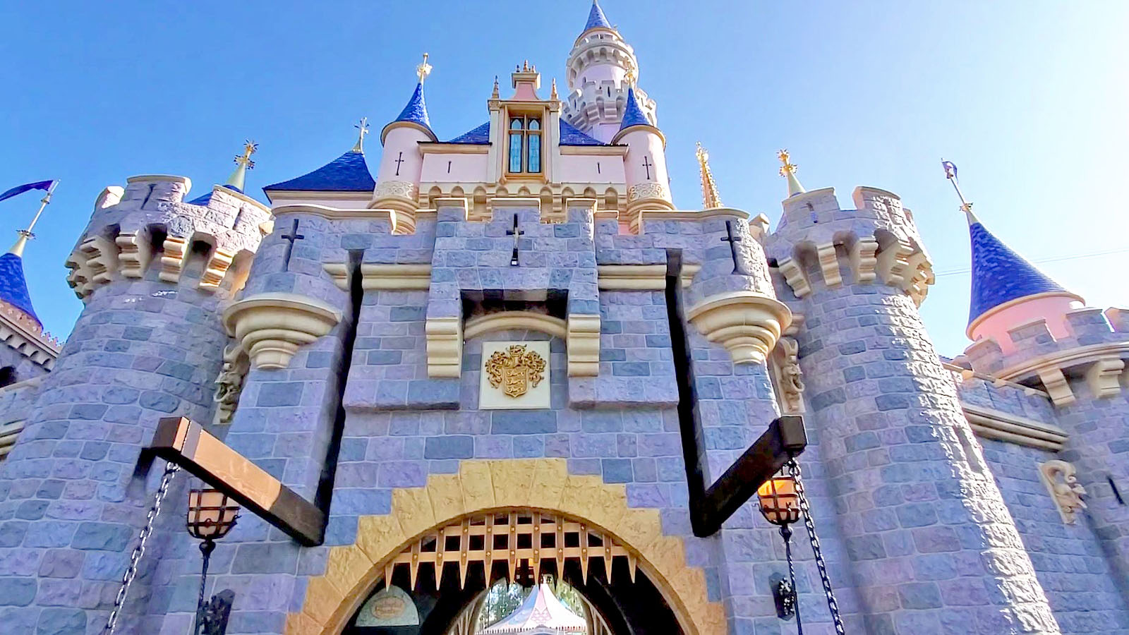 DETAILS: Partial refunds and/or expiration extensions for Disneyland Resort Annual Passholders