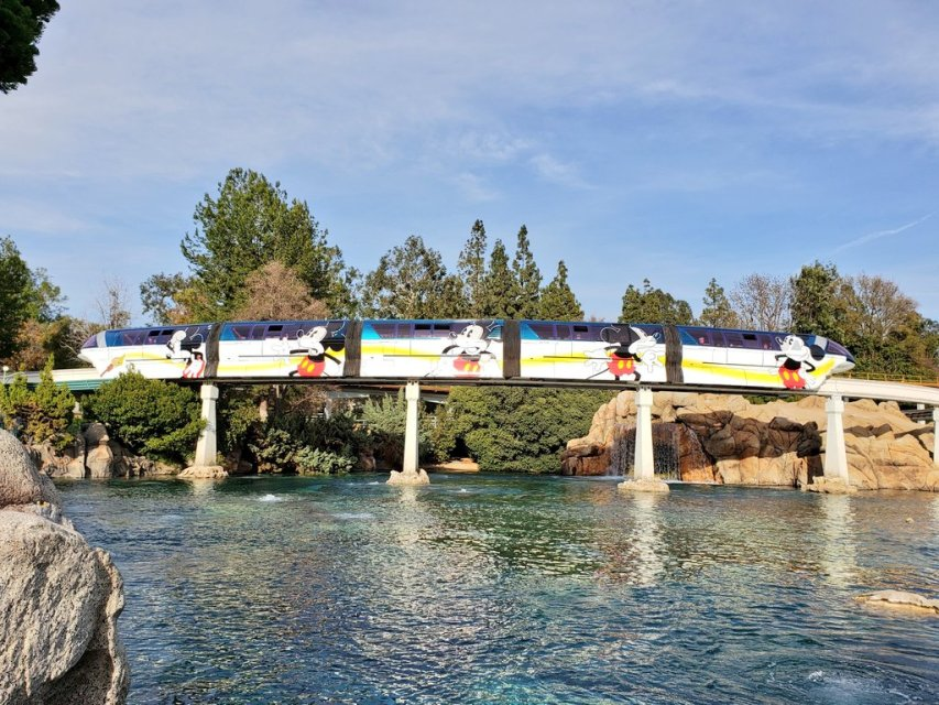 Disneyland Monorail returning to operation Oct. 15, 2021